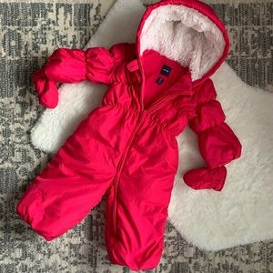 Gap snow suit with snap mittens